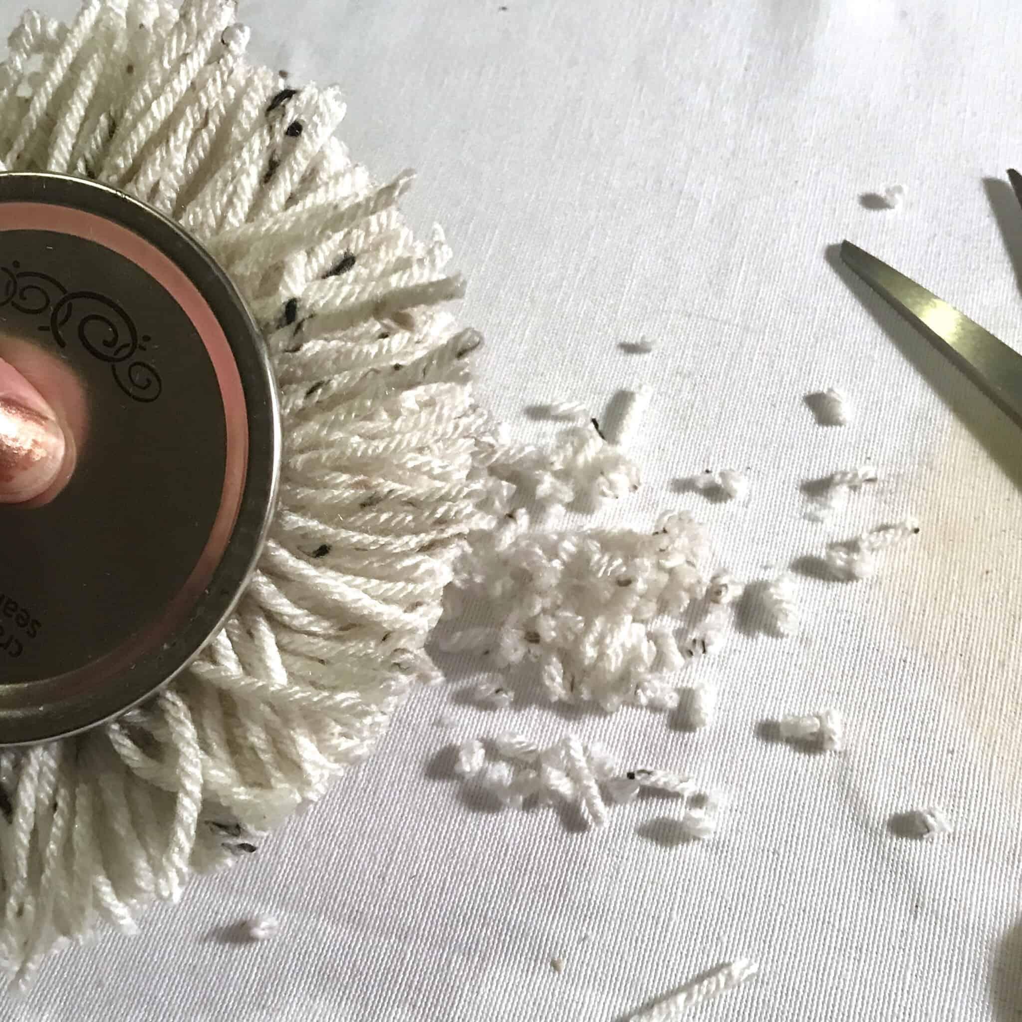DIY how to make a pom pom trimming with scissors