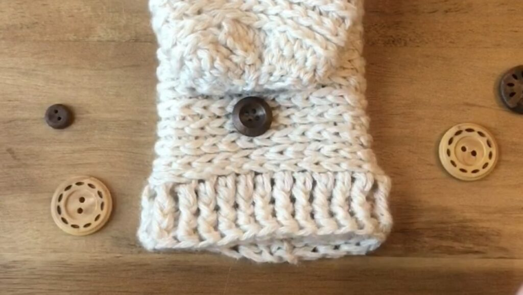 how-to-crochet-mittens-button-front-view