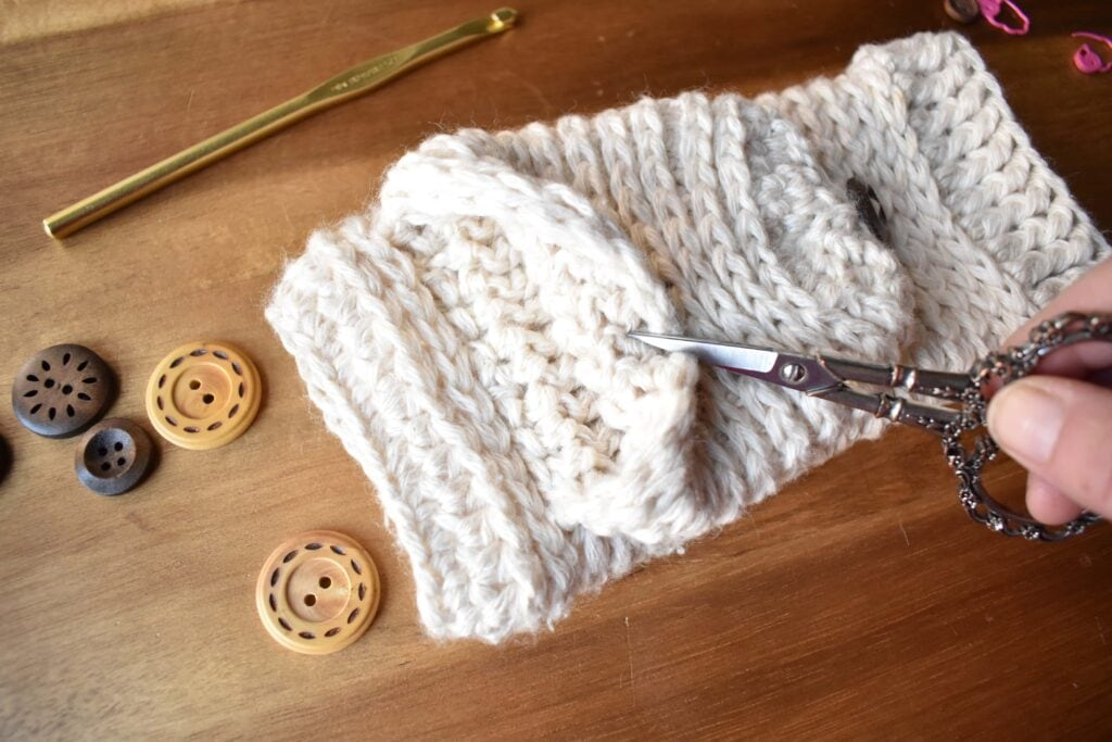 tabby-star-crochet-mittens-assembly