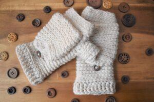 Tabby-Star-Crochet-Mittens-Main